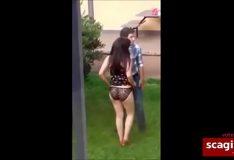 Video amador do irmão comendo a irmã novinha no quintal