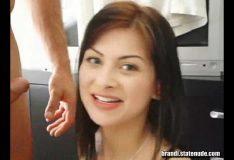 Novinha pelada na webcam cheia de tesão