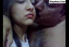 Novinha apaixonada pelo namorado fazendo boquete