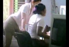 Marido flagra esposa beijando a empregada
