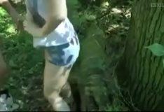 Loira novinha dando a buceta no mato
