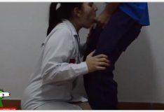 Funcionário do hospital gozando na boca da enfermeira casada
