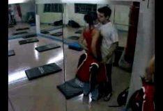 Casada traindo o marido com personal trainer na academia